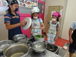 5年 初めての調理実習 - 日下小学校